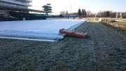 Příprava ledního stadionu v cílové rovině.